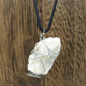 """Hangs 16"""" Handmade Wire Stone Necklace Vintage"""